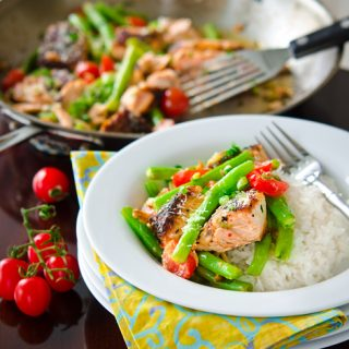 Salmon with Green Beans and Tomatoes