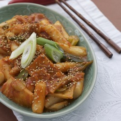 Spicy Korean Rice Cakes(떡볶이), the street food of 50million Koreans