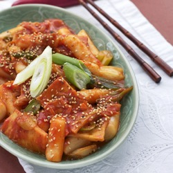 Spicy Korean Rice Cakes (Tteokppoki)