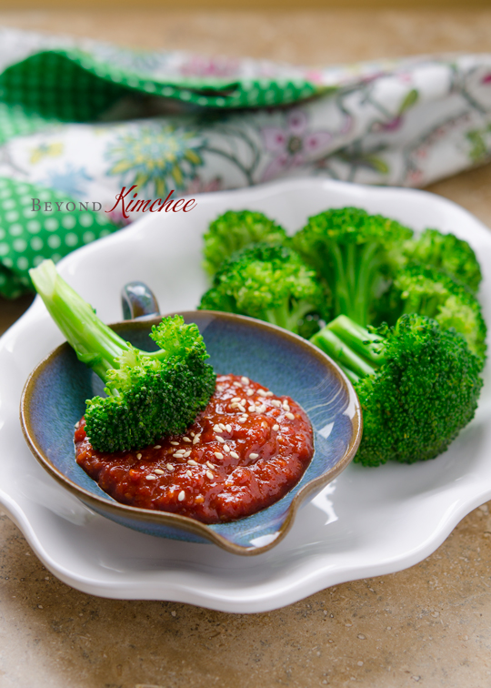 Broccoli with Gochujang Sauce