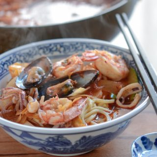Korean Spicy Seafood Noodle Soup, Jjamppong