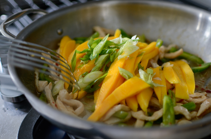 20 minutes Chicken Mango Stir-fry