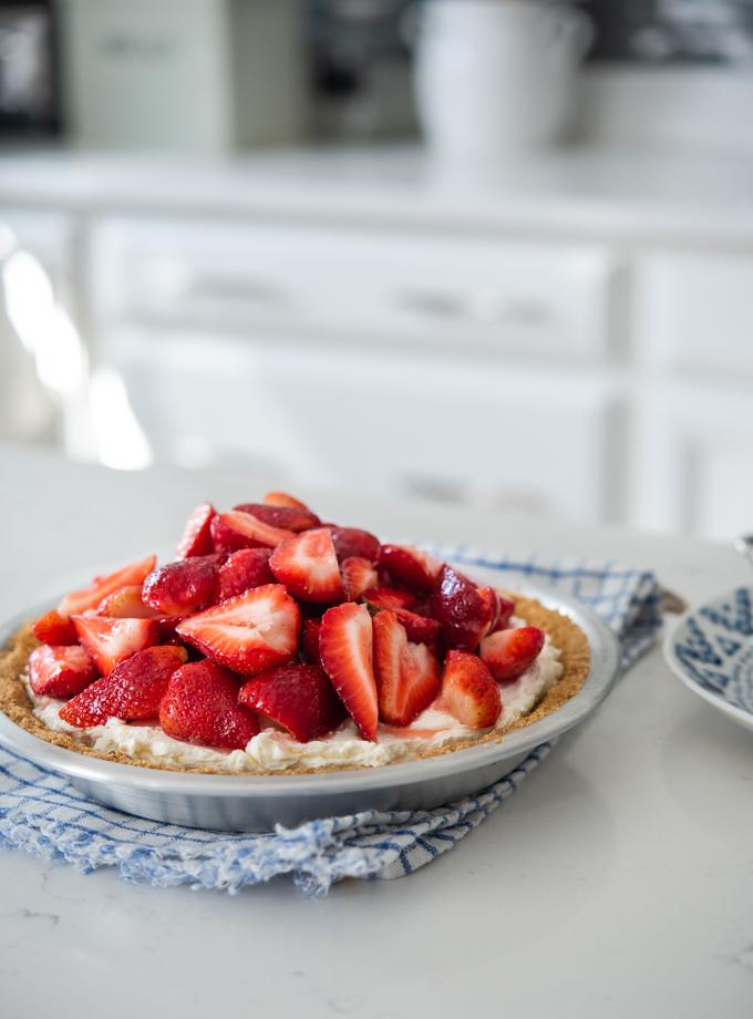 Strawberry Mascarpone Cream Pie